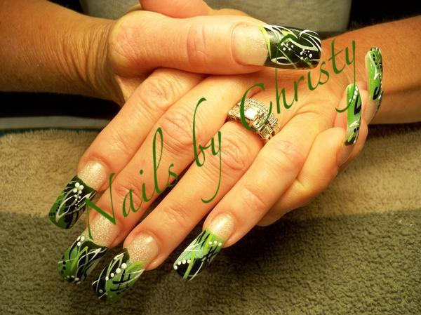 green-leave-nail-art