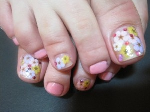 Flowers For Toes – Pedicure Design