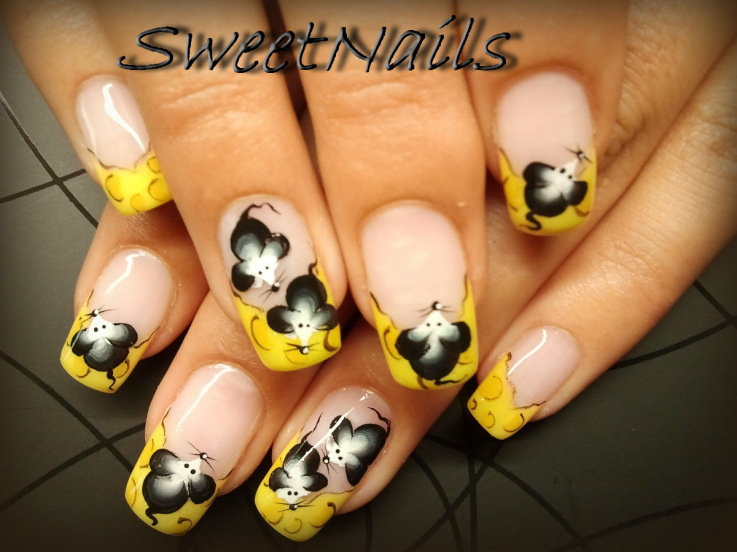 Free Hand Nail Art Yellow and Black